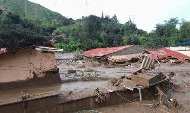 Große Schäden durch Erdrutsche